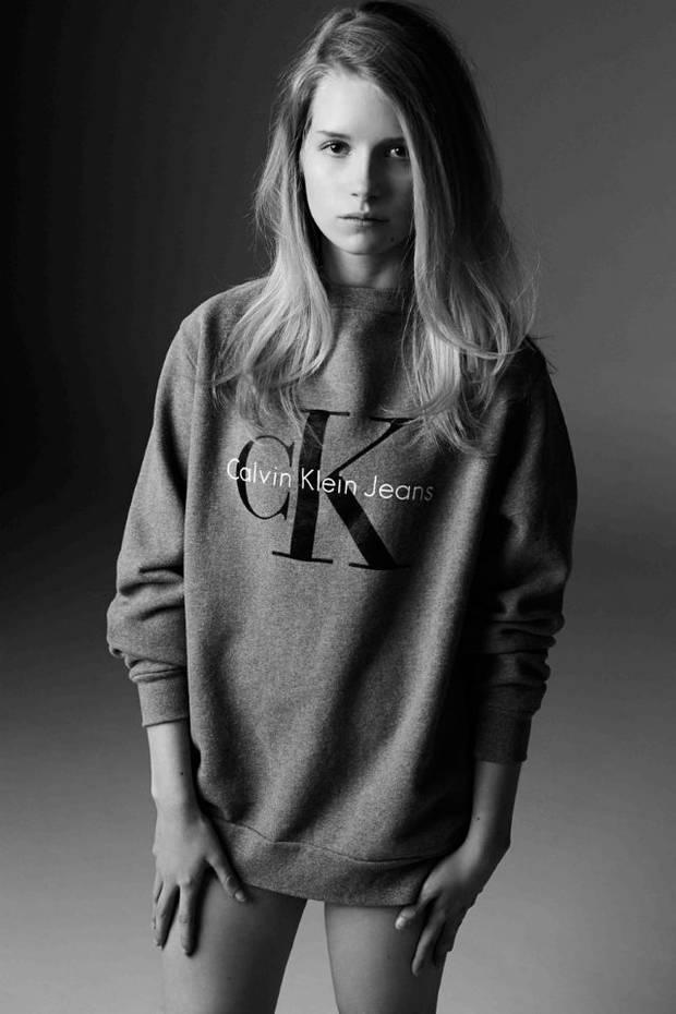 Lottie Moss, a imagen y semejanza de Kate Moss en una campaña de Calvin Klein Jeans