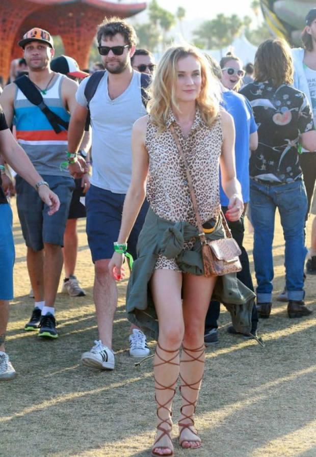 Diane Kruger llegaba al festival con este look de diez: vestido de Equipment, gladiadoras