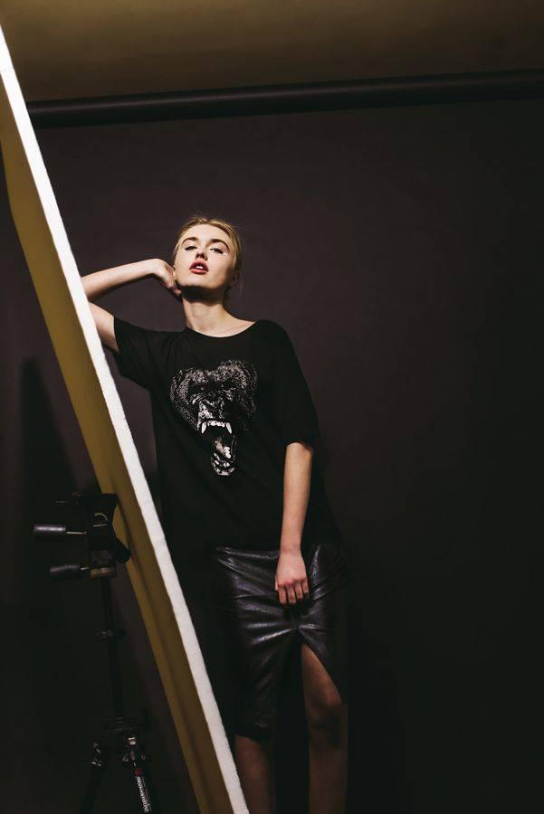 Camiseta Supremebeing y falda Kocca