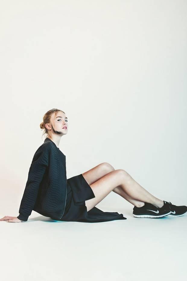 Bomber Liu Jo, vestido Wesc y zapatillas Nike