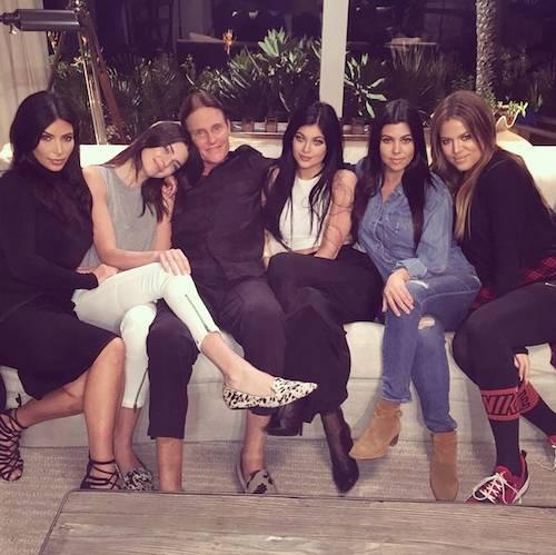 De izquierda a derecha: Kim, Kendall, Bruce, Kylie, Kourtney y Khloe. Imagen: Pinterest