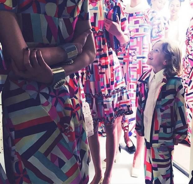 Chanel tampoco pone freno a los estampados más coloristas que puedas imaginar.  Instagram @chanel