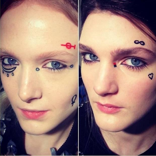 Toma nota de las ubicaciones clave para situar el tatuaje: pómulo y contorno ocular. Si además lo combinas con manicura ad hoc, no fallarás. Imagen: Instagram@elisabethhsieh
