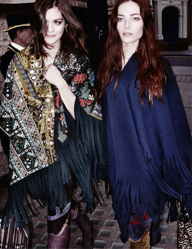 Amber Anderson y Clara Paget. Burberry/Testino