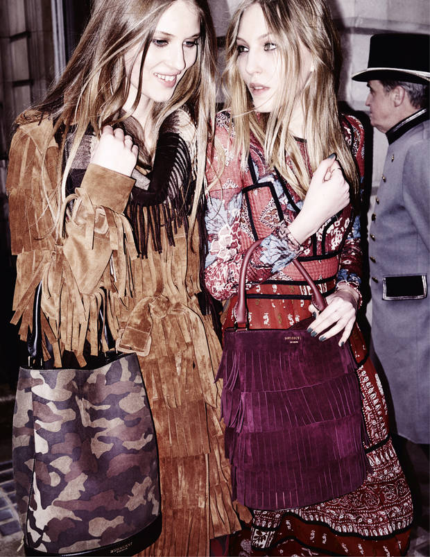 Florence Kosky y Ella Richards.  Burberry/Testino
