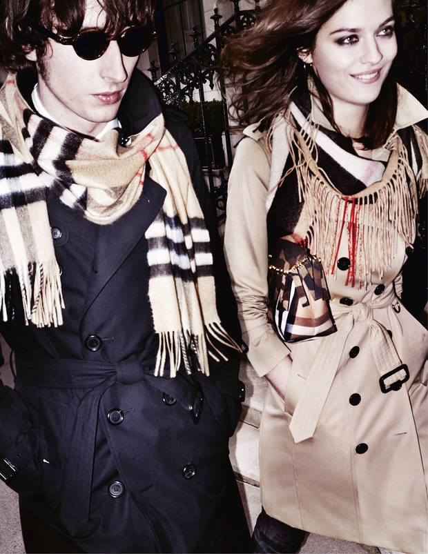 Ranald MacDonald y Amber Anderson. Burberry/Testino