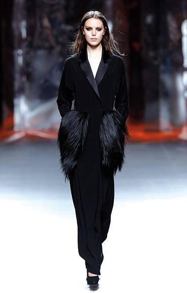 Para ocasiones más formales, Ana Locking se decanta por creaciones llenas de glamour.