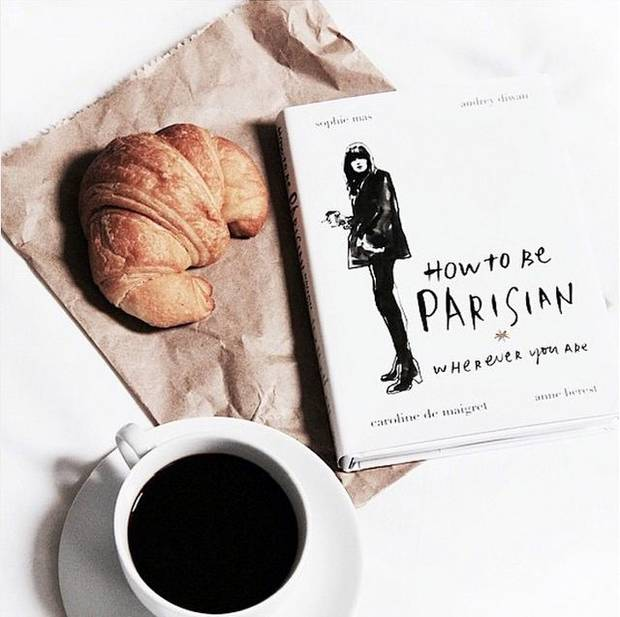 @howtobeparisien Cómo ser parisina estés donde estés. Amor, estilo y malos hábitos, de Caroline de Maigret