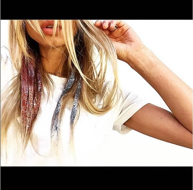 Con Sahara Ray como modelo, Daniel Moon reinterpreta su particular visión de la purpurina capilar.  Imagen: Inatagram @majormoonn