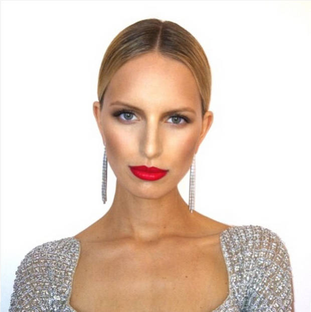 La top Karolina Kurkova también se apunta al contouring. Instagram @beau_nelson