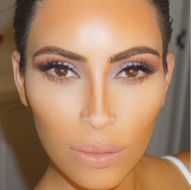 Kim Kardashian durante una intervención de su llamado glam squad. Instagram @kimkardashian