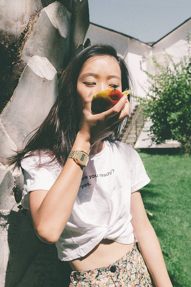 Camiseta: Zara. Reloj dorado: Casio.