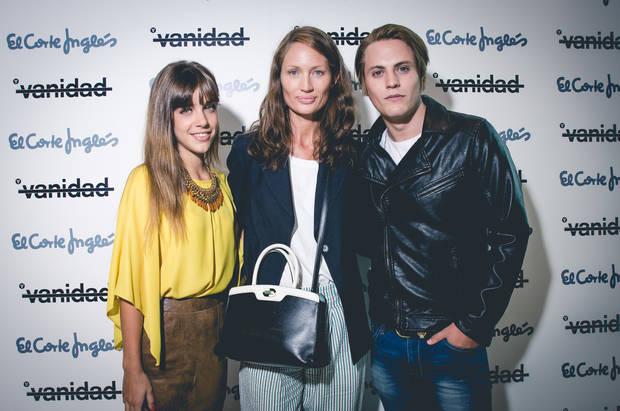 De izquierda a derecha, la actriz Veki Veilla, Olga Liggeri, directora de Vanidad y el actor Jaime Olías