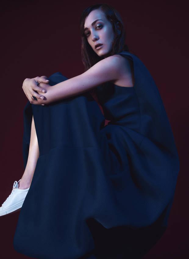 Vestido Amaya Arzuaga, Sneakers H&M
