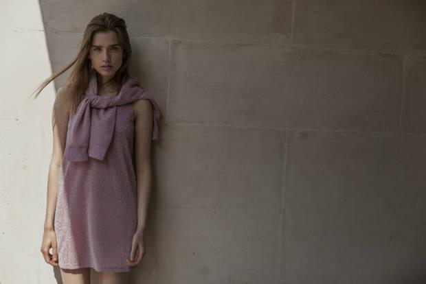 Vestido: Pippa Lynn. Joyas: Jenny Sweetnam