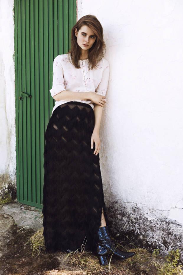 Blusa y falda: Hoss Intropia Botines: Stuart Weitzman