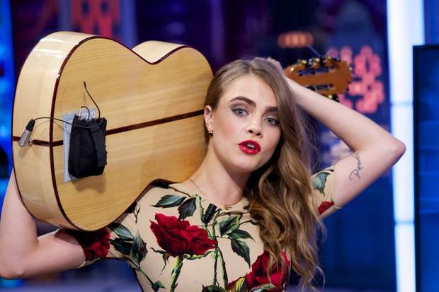 cara-delevingne-guitar-2-w724
