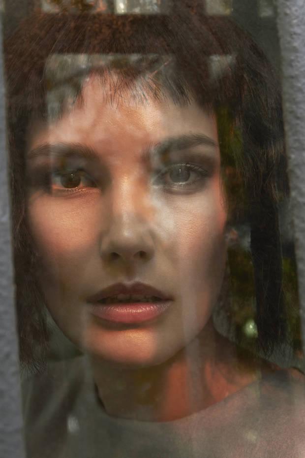 Through the window 01-reexon