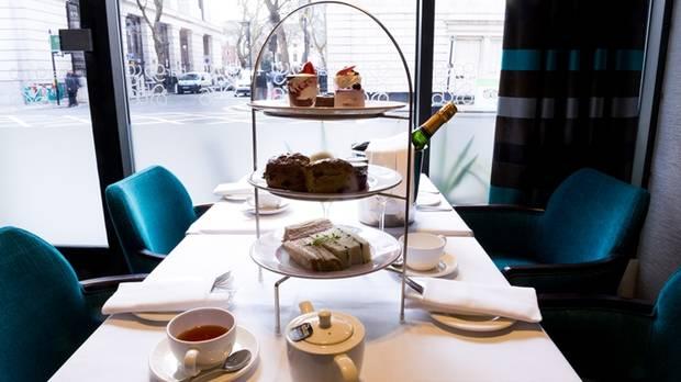 los-mejores-lugares-londinenses-para-disfrutar-un-afternoon-tea-06