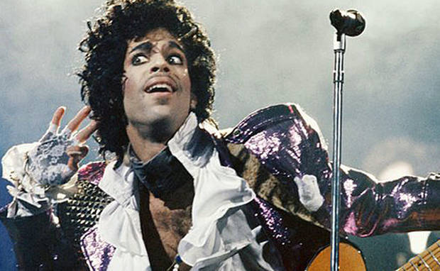 5 looks memorables recordar a prince camisas