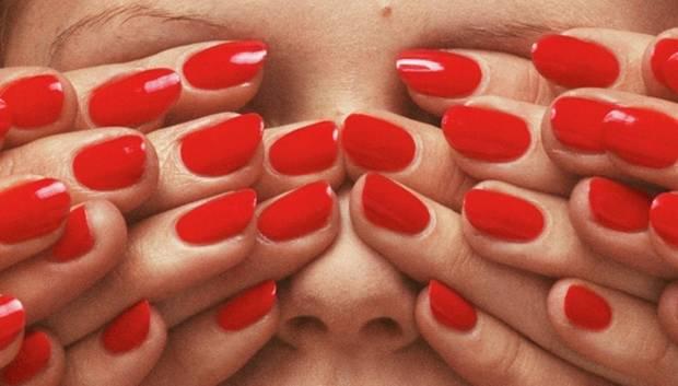 5 lacas de uñas rojas_guy bourdin - PORTADA - 1
