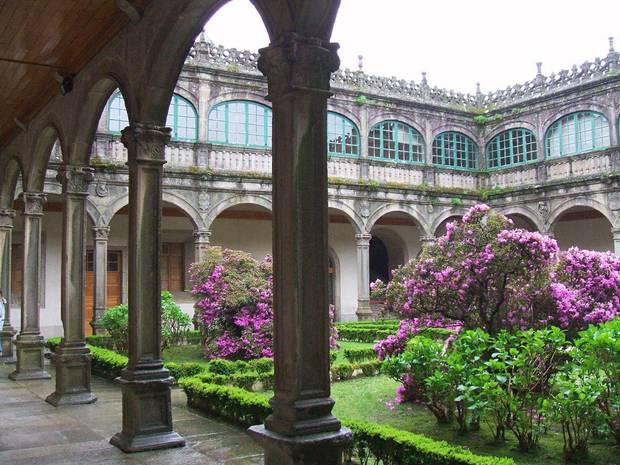 noche_en_el_museo_las_mejores_exposiciones_de_espana_para_visitar_a_la_luz_de_la_luna_pazo_de_fonseca