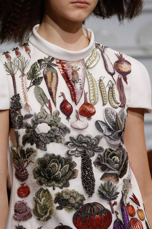 5 raciones de fruta y verdura_Schiaparelli-Spring-2016 Couture