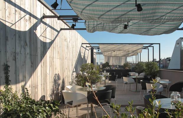 7-terrazas-que-no-pueden-faltar-en-tu-agenda-estival-terraza-hotel-alma-barcelona