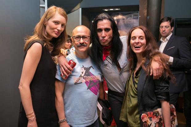 Olga Liggeri, Mario Vaquerizo y Ana Locking con un amigo