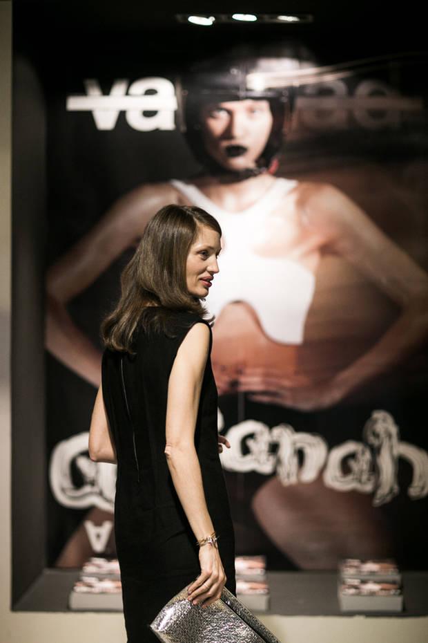 Olga Liggeri con bolso y vestido de Loewe
