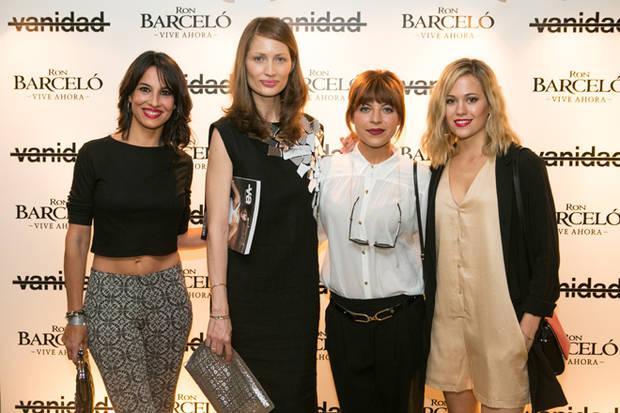 Las actrices Thais Blume, Xenia Tostado y Kimberley Tell con Olga Liggeri