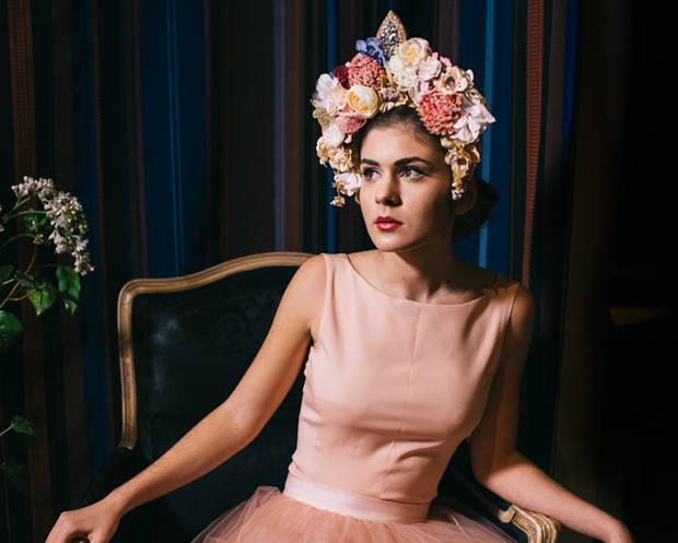ascot-al-armario-busca-del-tocado-perfecto-tocado-flores-anita-ribbon
