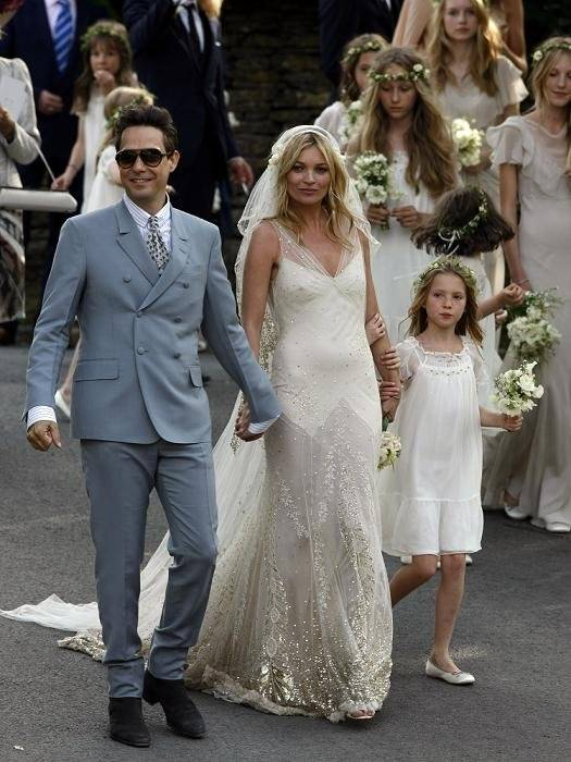 los-vestidos-blancos-de-las-celebrities-retrospeccion-kate-moss-galliano