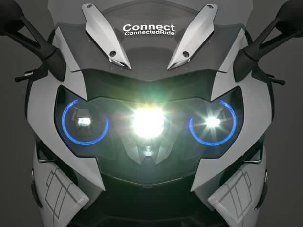 fashion-tech-cuando-la-moda-se-alia-la-tecnologia-bmw-motorrad-hud-laser