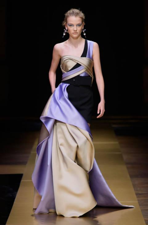 los-mejores-looks-la-semana-la-alta-costura-paris-oi-2016-17-versace-texturas
