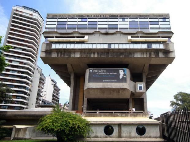 Paseo verano por Buenos Aires_Brutalista_biblioteca