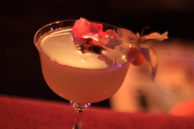 7-coctelerias-imprescindibles-refrescarnos-este-verano-alexander-garden-cocktail-propuesta-coctel