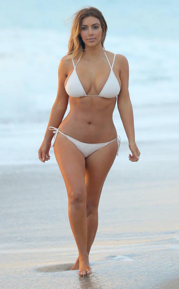 guia definitiva para elegir un bikini que te siente bien Kim Kardashian en Bikini-Vanidad