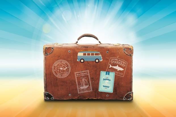 bolsillos-a-cubierto-ahorrar-en-vacaciones-es-posible-trabajo-playa-facturacion-online-equipaje