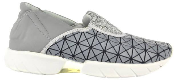 these-shoes-are-made-for-working-el-calzado-todoterreno-estrella-bernie-mev