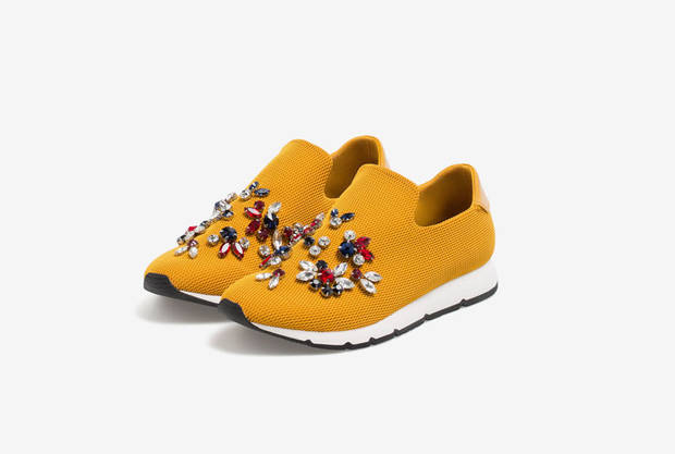 these-shoes-are-made-for-working-el-calzado-todoterreno-estrella-uterque