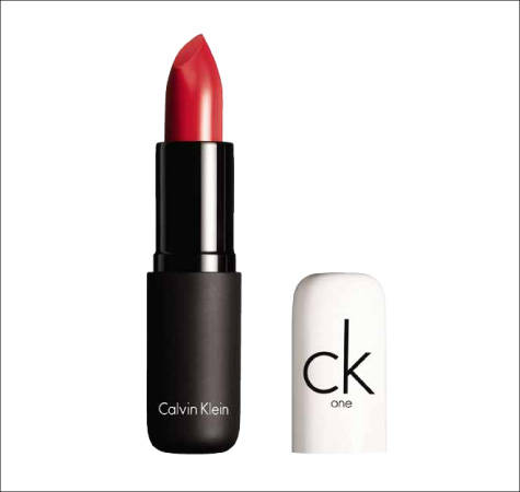 pure_color_lipstick_calvin_klein_labios_peinado