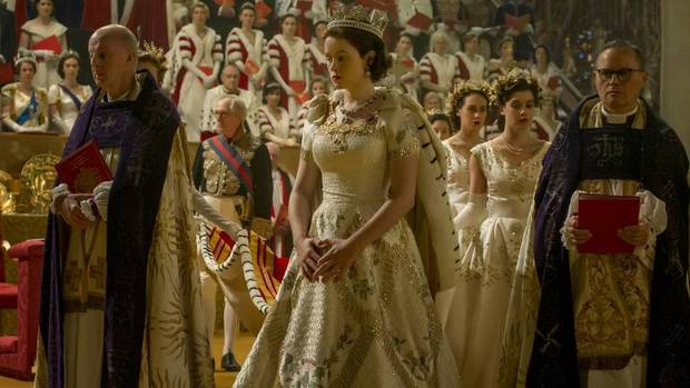 moda-en-the-crown-coronacion