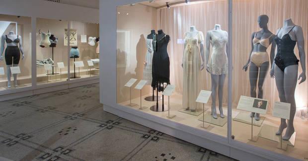 as_exposiciones_de_moda_del_momento_londres_01