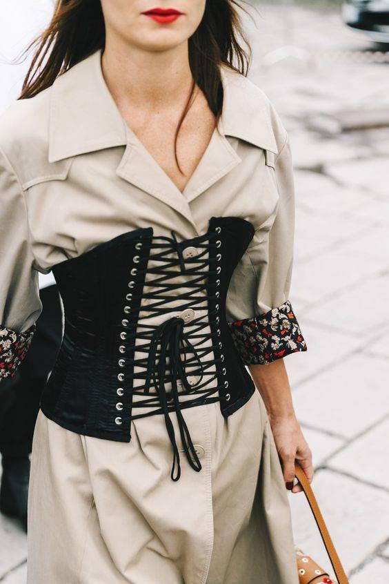 cita-prendas-tendencias-evitar corsé