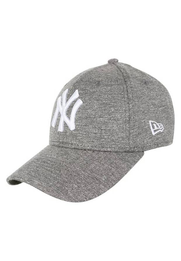 street_style_fashion_weeks_baseball_hat_yankees