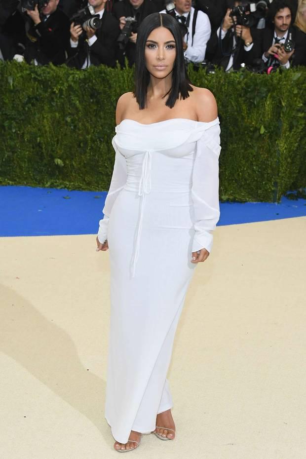 met_gala_2017_Kim_kardashian_Vivienne