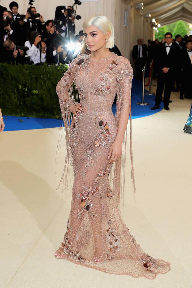 met_gala_2017_Kylie_Jenner_versace