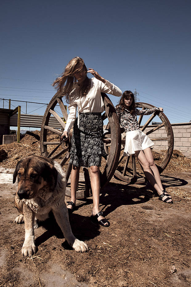 Editorial de Moda TWO AT THE COWSHED 11
