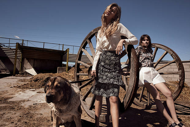 Editorial de Moda TWO AT THE COWSHED 12